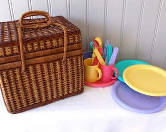 Wicker Picnic Basket With Service For 4