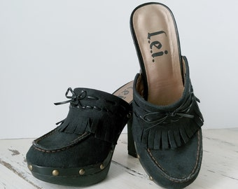 ad3611aa2a20 Vintage L.E.I. Clogs · Mules · Womens Shoes · 1990s · Heels · Size 6