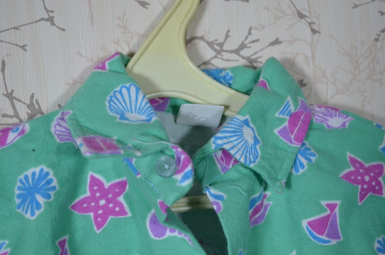A shirt for your child 100/% soft cotton flannel from the USSR. Children/'s Christmas pajamas Sea shell sealed on a green background