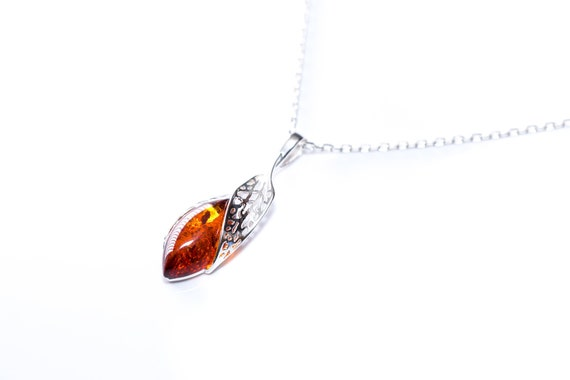 Baltic Beauty Amber Design Baltic Amber Modern Necklace Amber Pendant with 45cm Chain
