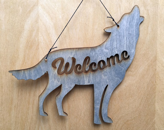 Wolf Welcome Sign- Howling Wolf - Wolf Lover Gift - Wolf Decor - Adventure Gift - Wolf Gift - Wolf Art - Welcome Sign - Mountain Gift