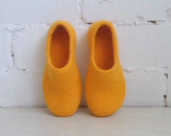 Organic wool shoes, Womens felt slipper,  Closed toe slippers, Natural felted wool Handmade shoes Made to order, Woolen footwear