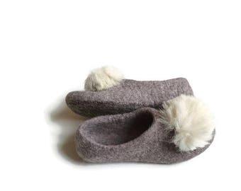 Slippers women Felt organic merino wool neutral beige slippers White fur pom pom felted slippers from natural wool