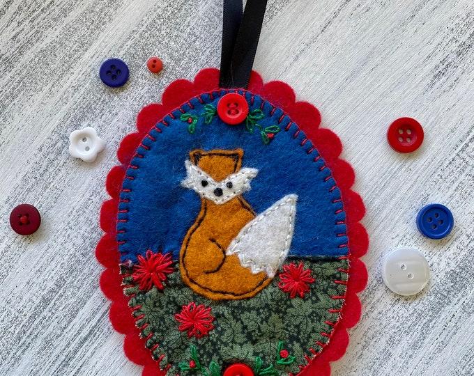 Felt ornament - fox with flowers