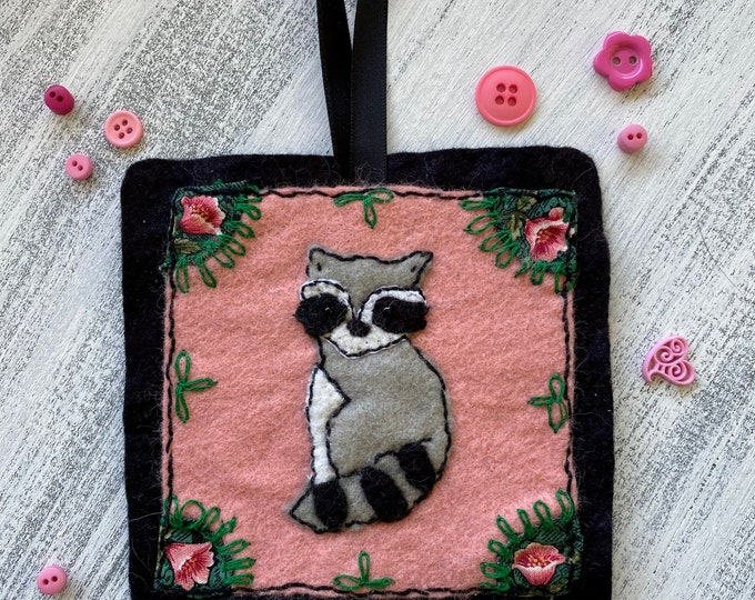 Felt ornament - raccoon with flowers