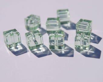 1 cubic Swarovski 4 mm peridot