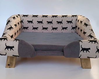 The purrrfect cat bed! Comfy pet sofa / cat sofa. Available in different colours.