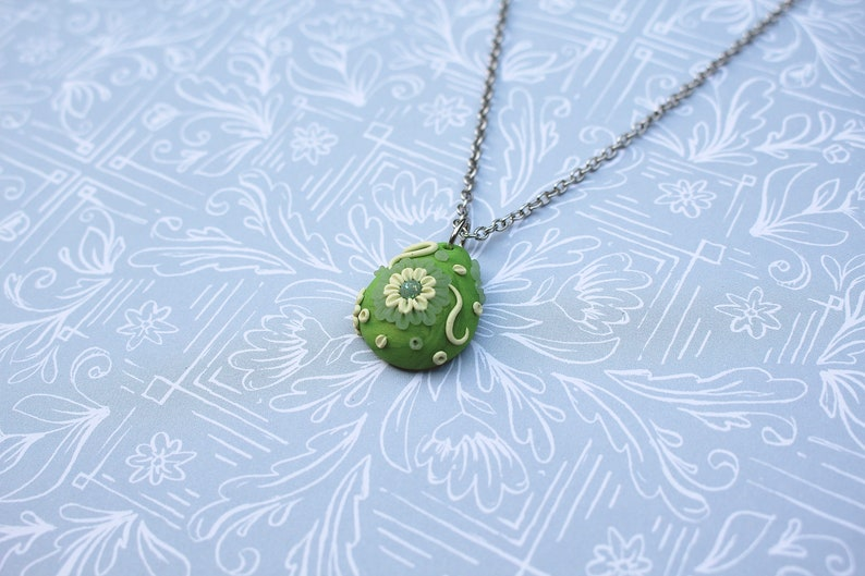 Green Appliqu\u00e9 Pendant