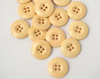4 buttons, Pale yellow, 4 holes (20 mm)