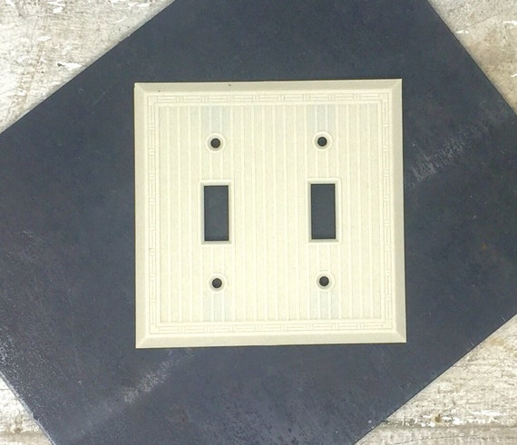 Brown Eagle BAKELITE Tuxedo Ribbed 2 Gang Wall Cover Plate Outlet Switch Vintage