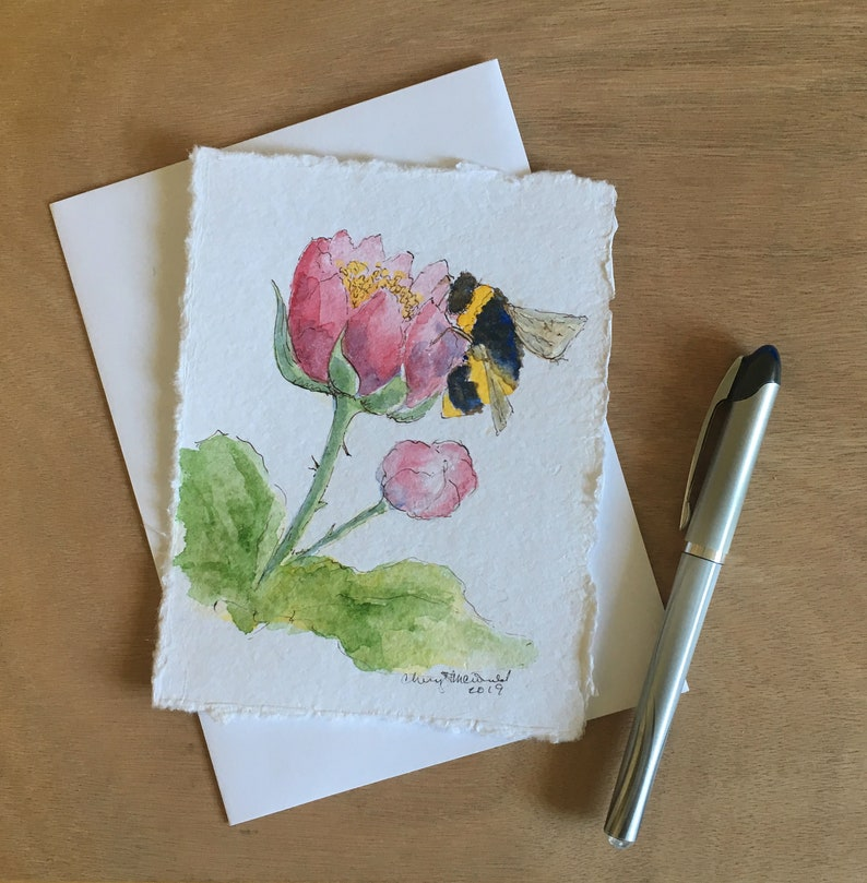 Perfect for a Spring or Summer birthday card. This bumblebee image 0