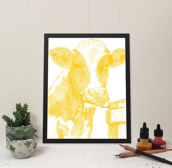Moo-ilyn Moo-nroe in Jaune Yellow is a stylish cow that will brighten your wall and bring some fun to your home.