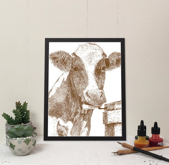 Moo-ilyn Moo-nroe in Marron Brown is a stylish cow that will brighten your wall and bring some fun to your home.