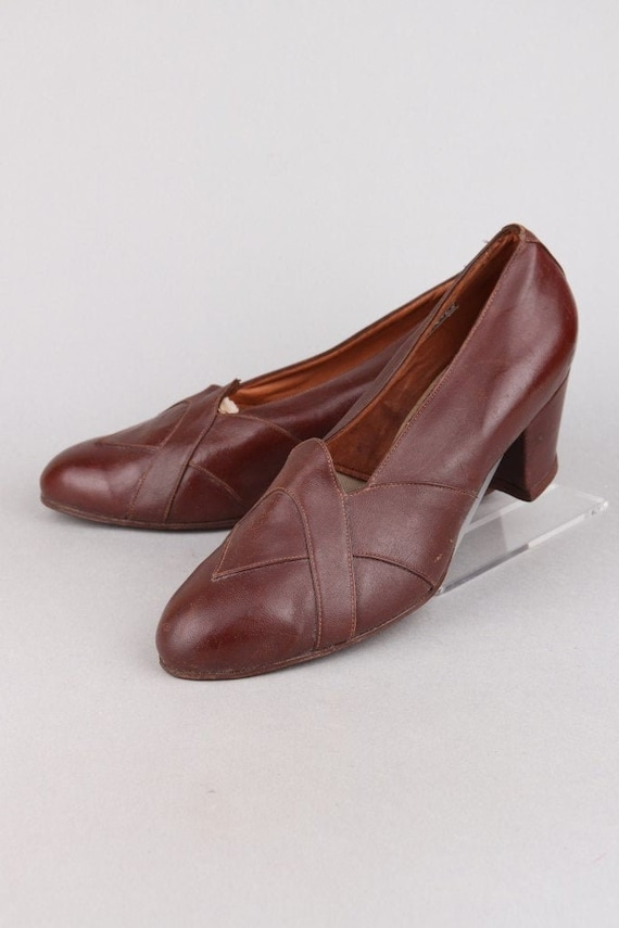 Vintage 30s - 40s Chocolate Brown Leather Pumps |