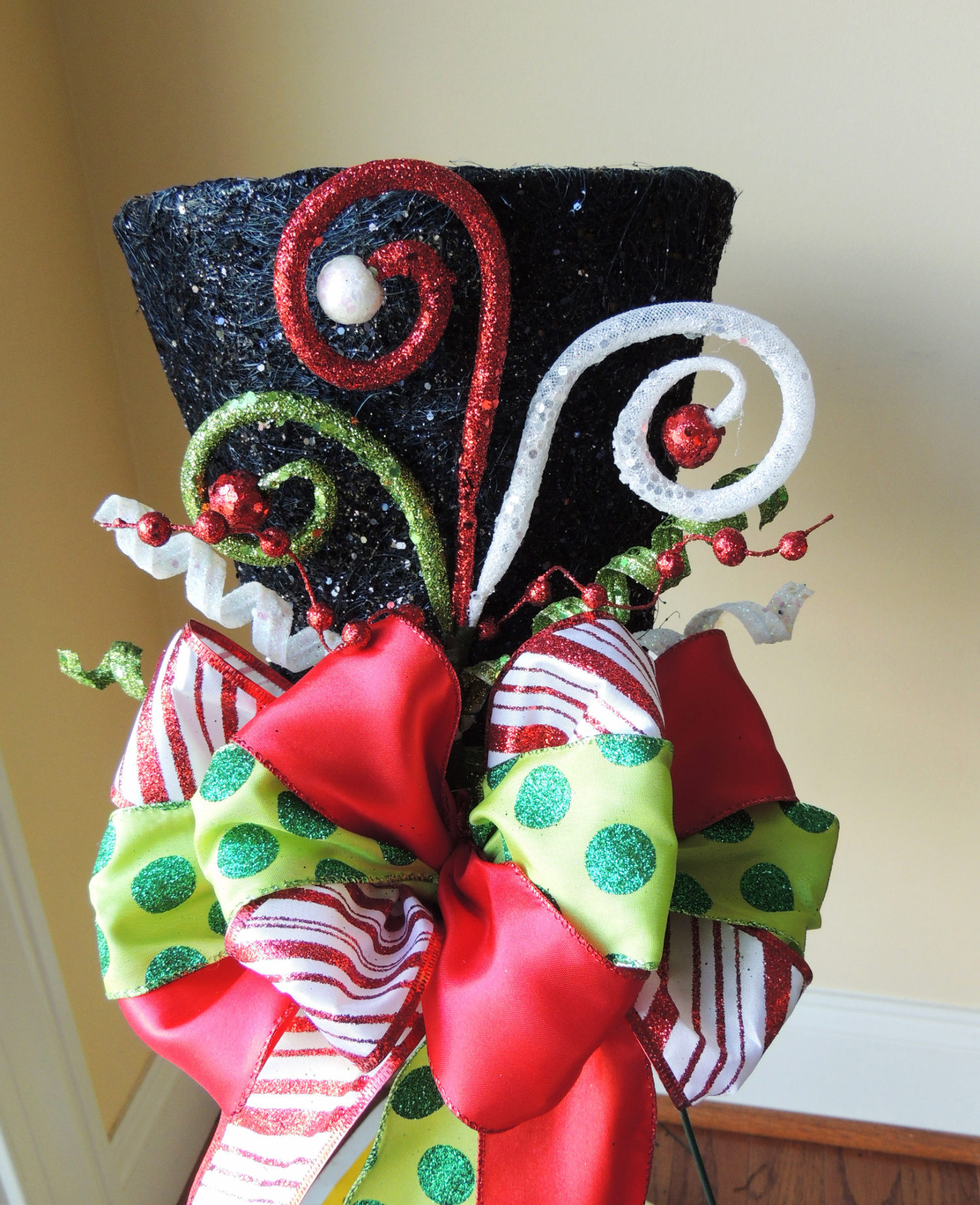 Christmas Tree Hats: Frosty Lighted Black Top Hat Christmas Tree Topper
