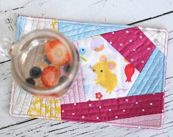 Mug Rug - Mini Quilt - Little Mouse