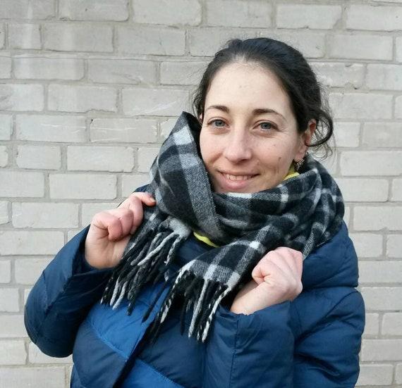 Pure Gray Wool blanket - vintage tartan scarf - fr