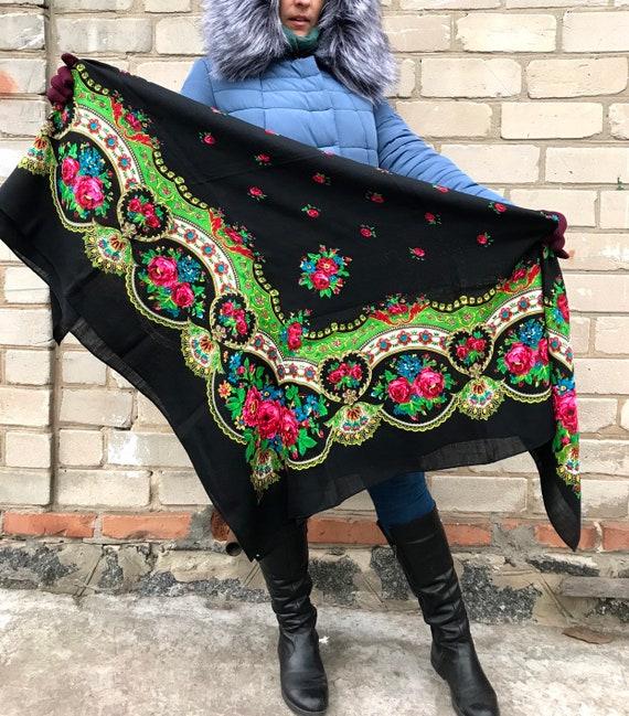 Large wool Floral shawl - Vintage women Ukrainian