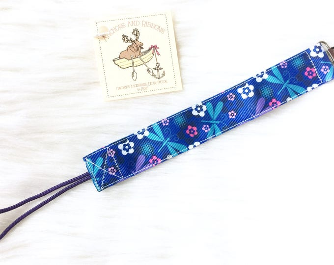 Dragonflies and Flowers Universal Pacifier Clip To keep that binky safe!
