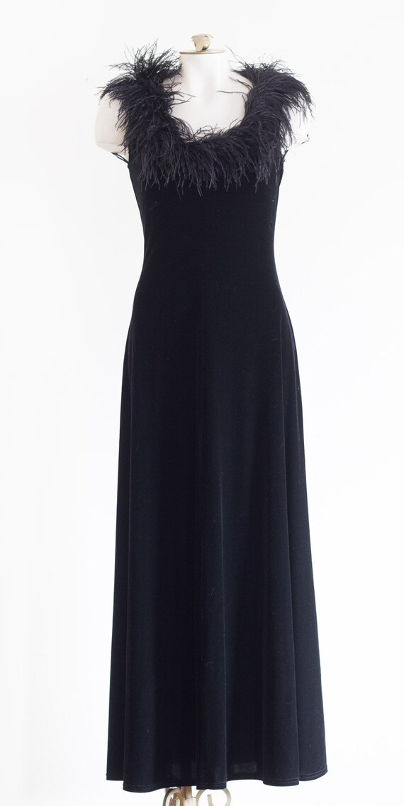 Black velvet sleeveless gown with marabou feather… - image 8