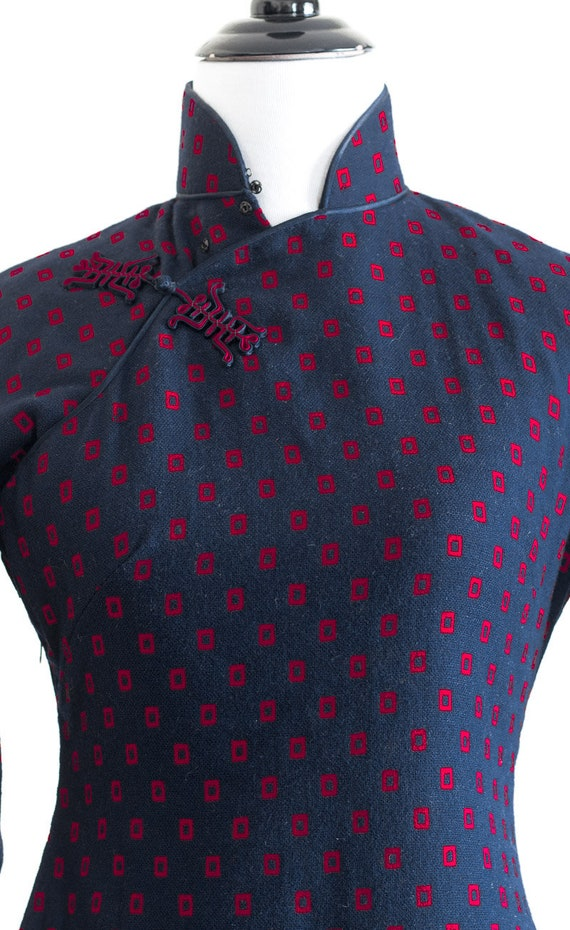 1950s/60s navy blue wool qipao with red rectangle… - image 5
