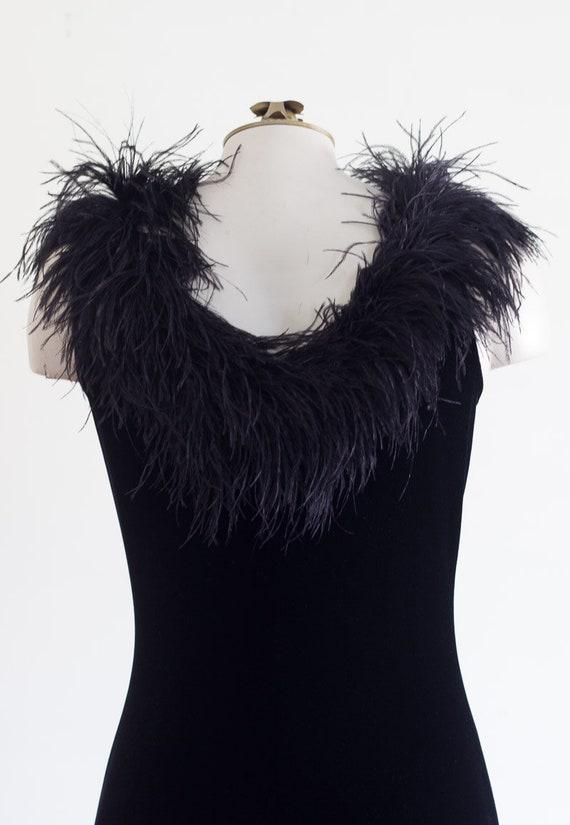 Black velvet sleeveless gown with marabou feather… - image 6