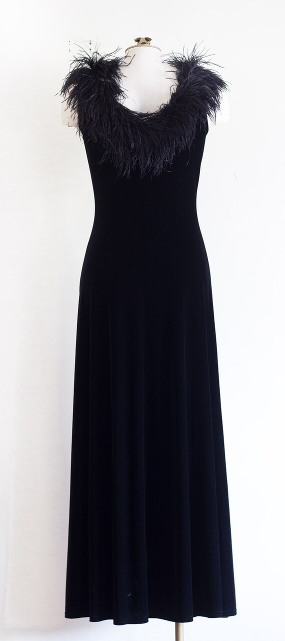 Black velvet sleeveless gown with marabou feather… - image 3