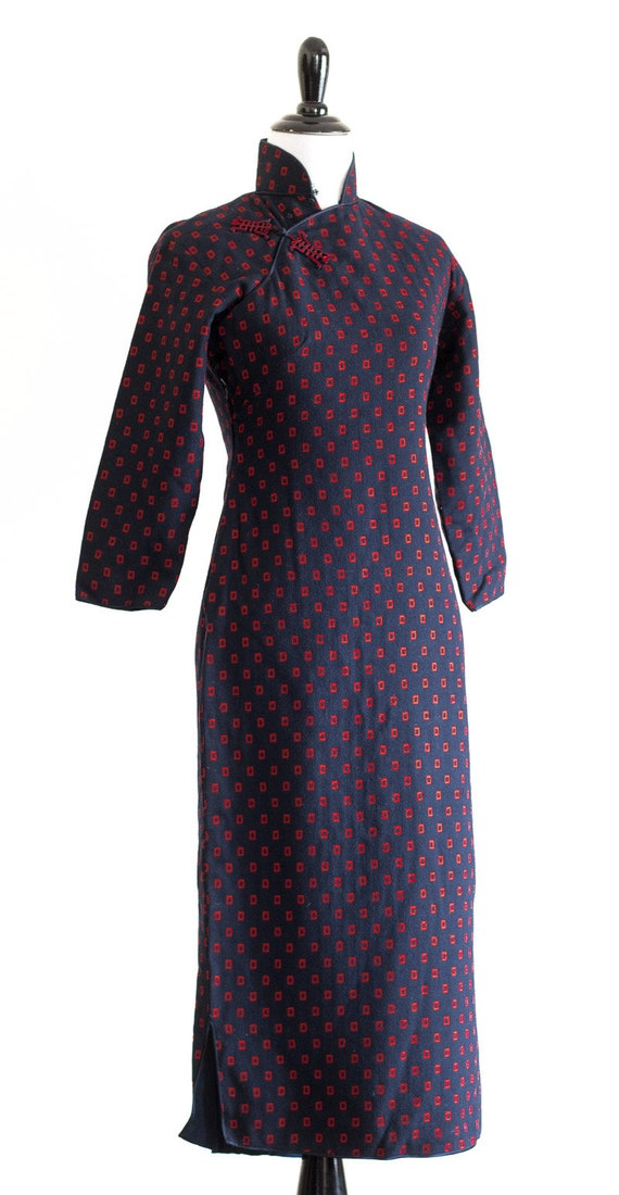 1950s/60s navy blue wool qipao with red rectangle… - image 2