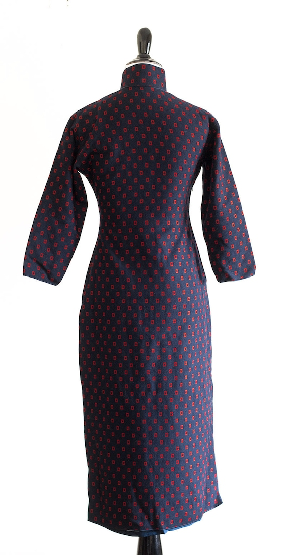 1950s/60s navy blue wool qipao with red rectangle… - image 4