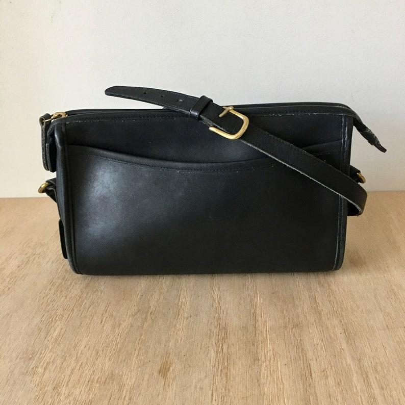 42661dedd971 Vintage Coach Navy Black Taylor Zip leather handbag Made in