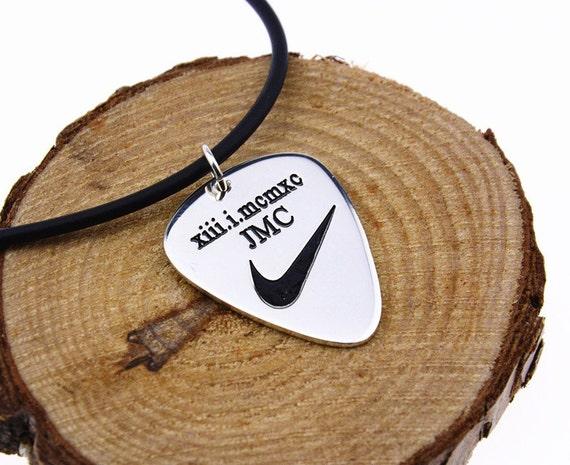 choisissez personnalis guitar pick collier collier homme. Black Bedroom Furniture Sets. Home Design Ideas