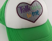 "Besticktes Trucker Cap ""Nerdy talk"" in grün -  geek Mode Accessoire mit Patch Stickerei"