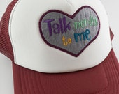 "Besticktes Trucker Cap ""Nerdy talk"" in rotbraun -  geek Mode Accessoire mit Patch Stickerei"