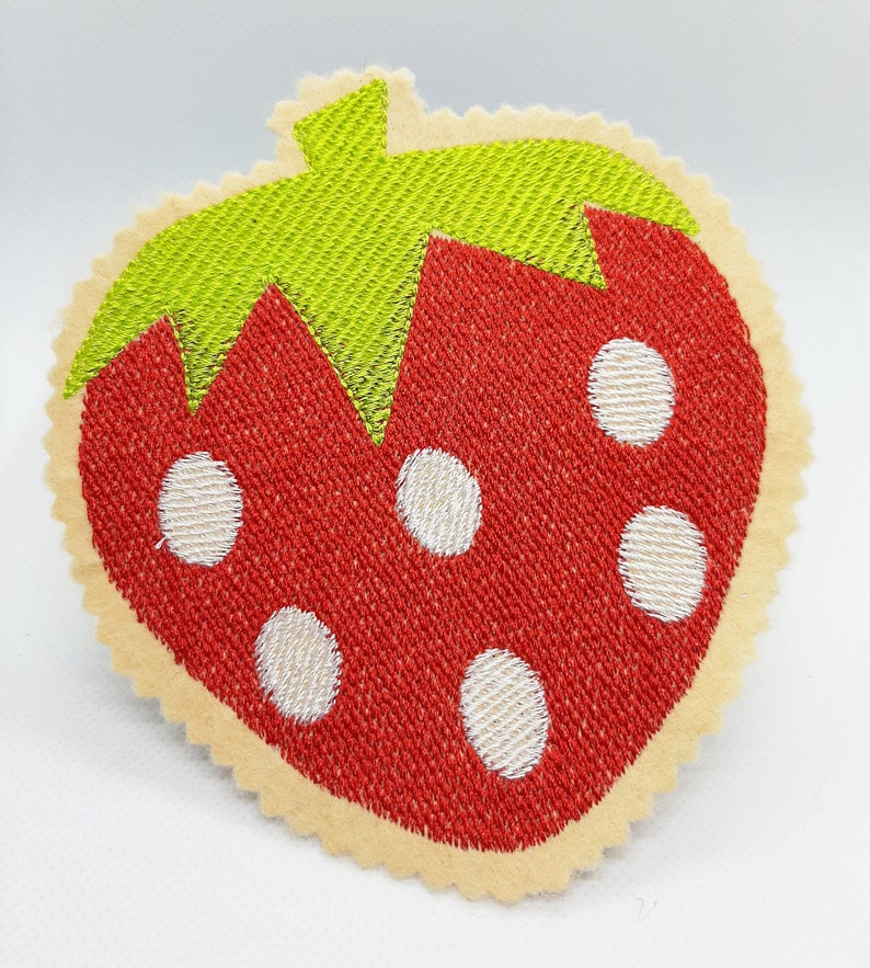Aufbügelbild Erdbeersaison Stickerei auf Filz image 0
