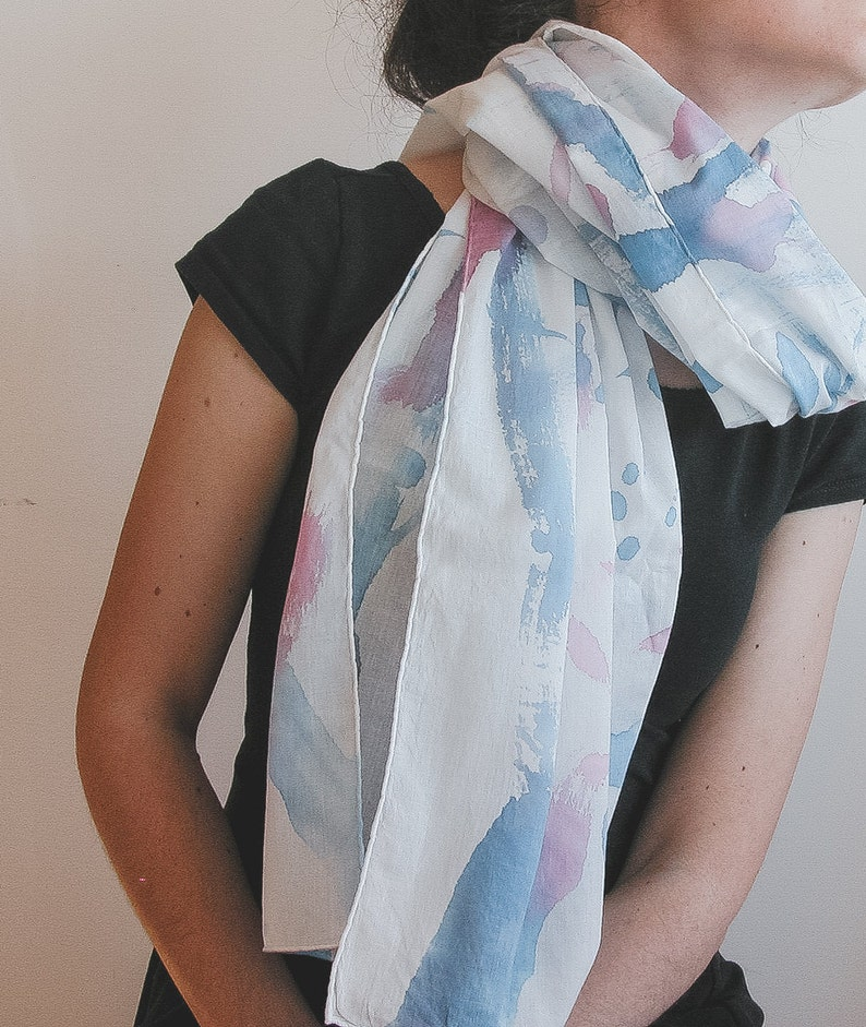 Spring scarf in cotton in blue pink and white image 0