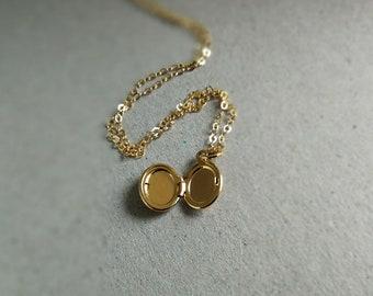 a875b15fad11 Tiny gold locket