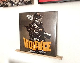 Wall mount to display vinyl covers or comics on the wall