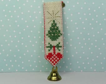 Vintage cross stitch pin Christmas 1950s green white red