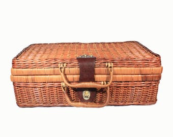 Rustic Wicker Picnic Basket, Picnic Hamper, Suitcase, Briefcase Style, Outdoor Living, Rustic Home Decor, Storage, Country Chic