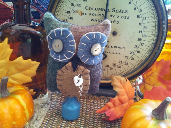 Primitive Hoot Owl nodder, wool bowl filler, shelf sitter