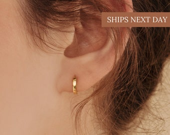 EDITOR Huggie Earrings by Caitlyn Minimalist • Most Favorited Huggie Hoop Earrings • Perfect Addition to Any Stack • ER007