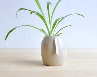 Face vase - bud vase ceramic, face pottery vase, wedding gift, decorative vases, face pot, pottery handmade vase, speckled ceramic vas
