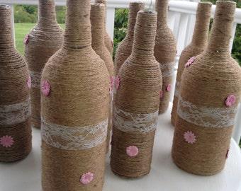 10 bouteilles de vin enveloppés avec dentelle et fleurs roses, la ficelle de Jute mariage Centre de table, douche, rustique