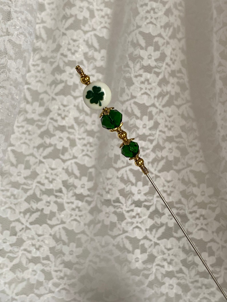 Saint Patrick\u2019s Day Hat Lapel Pin { Green Crystal Glass /& Clover }{ 6\u201d Sturdy Steel Stick with Clutch to Use Scarf Good Luck Lucky }{ HP1138