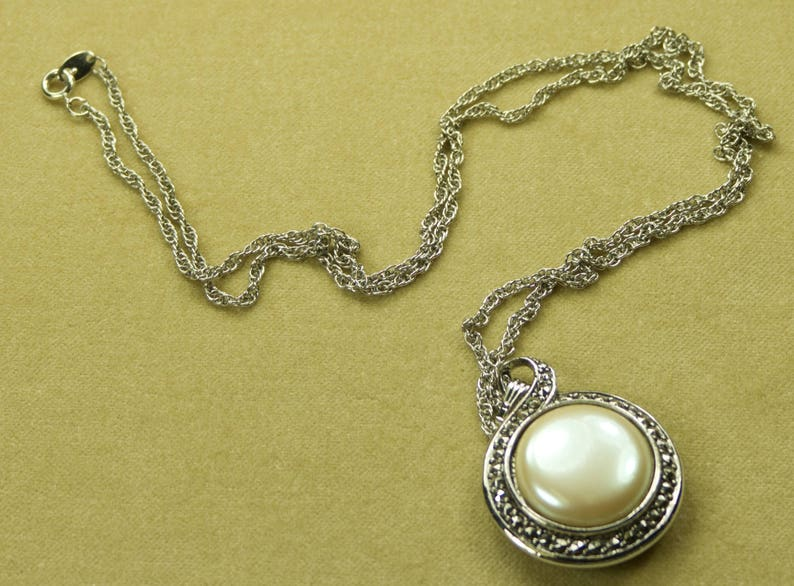 1993 Signed Avon Faux Pearl Heirloom Riches Necklace Pendant