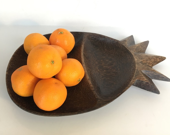 Dark Brown Pineapple Palm Wood Tray, Mid-Century Tray, Dinner Party Decor, table Decor, Boho chic, hors d'oeuvres, appetizer, starter tray