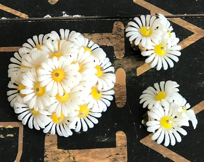 Vintage Figural Daisy Plastic Celluloid Brooch & Clip Earrings, Bunch of Daisies Jewelry, 1950s,HONG KONG, April Birthday,