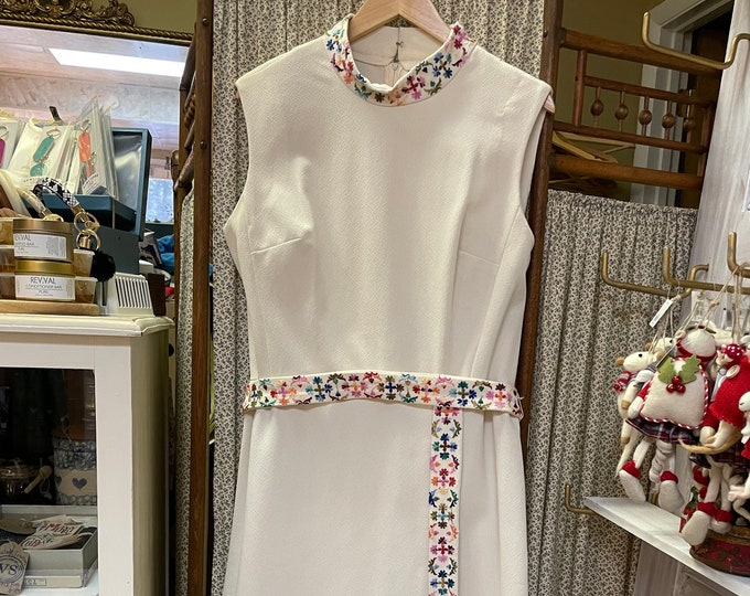 Fabulous Plus Size Vintage Late 60s-early 70s Sleeveless Ivory Sheath Dress w/colorful floral machine embroidered, volup vintage
