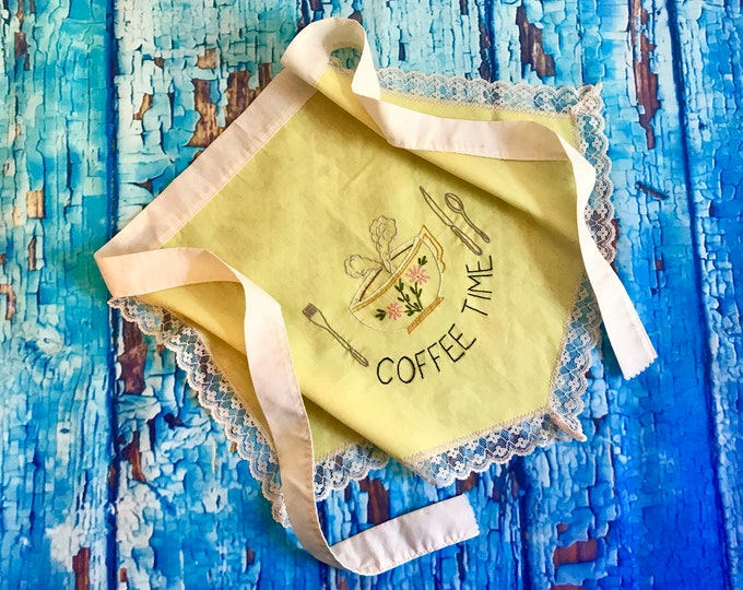 """Vintage 1960s Embroidered """"Coffee Time"""" Apron yellow and white with lace trim, coffee lover gift, teacher gift, foodie gift, vintage apron"""