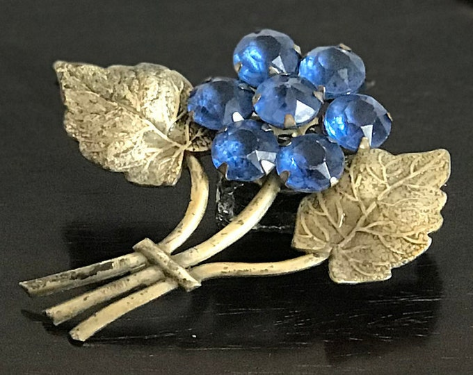 Sweet Brilliant Blue Flower Brooch Made of Seven Rhinestones w/ silver tone stems and leaves, 1960s brooch, vintage pin